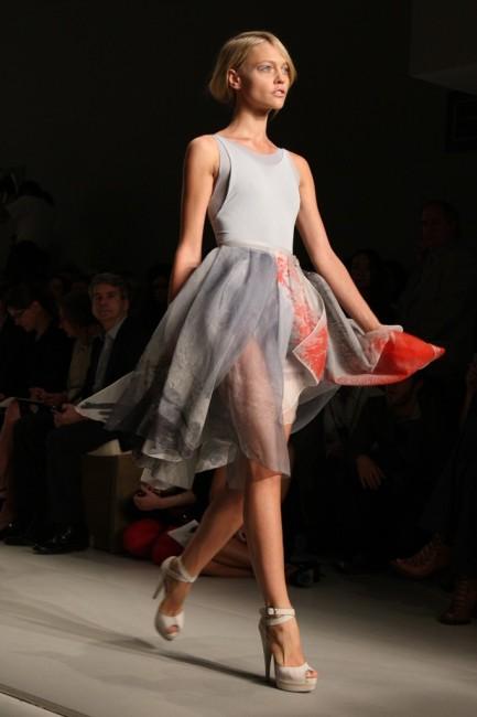 Дона Каран пролетна колекција ready-to-wear 2010 година.