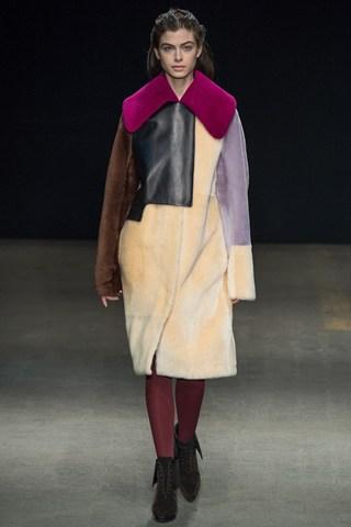 (Филип Лим) Удобно и топло палто во колор блок  варијанта