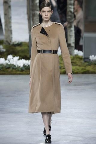 (Хуго Бос) Палто кое ја следи должината на силуетата со нагласен струк