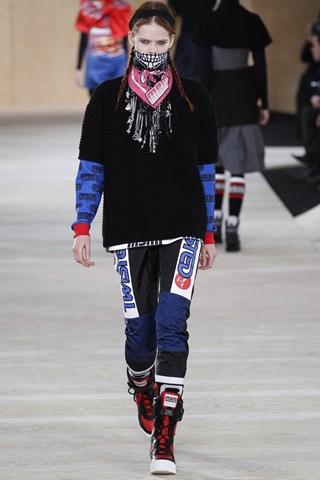 (Marc by Marc Jacobs) Стрит изглед кој ќе владее во урбаната мода