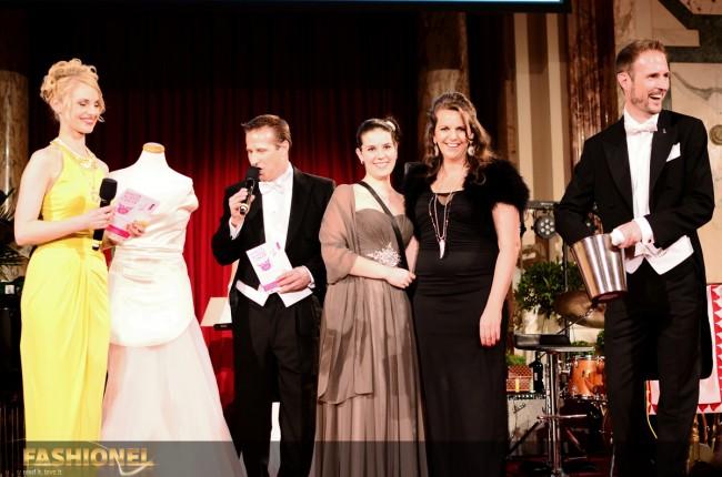 Су и добитничката на наградата од Елена Лука