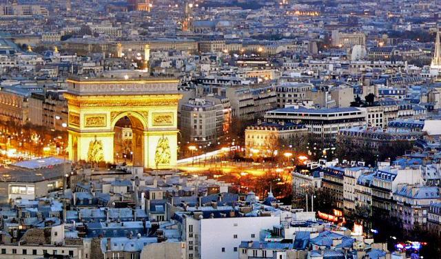 улицата Елисејски полиња во Париз