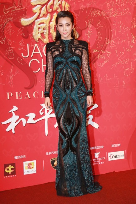 Заводливата Ли Бингбинг    на роденденот на Џеки Чен во креација на Зухаир Мурад