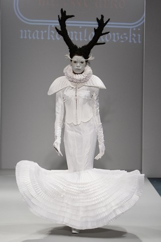 Креација од колекцијата пролет/лето 2010 прикажана на лондонската модна недела