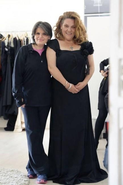 Елена Лука и Ана Костовска, цо елегантна црна тоалета со рачно изработени детали на рамената