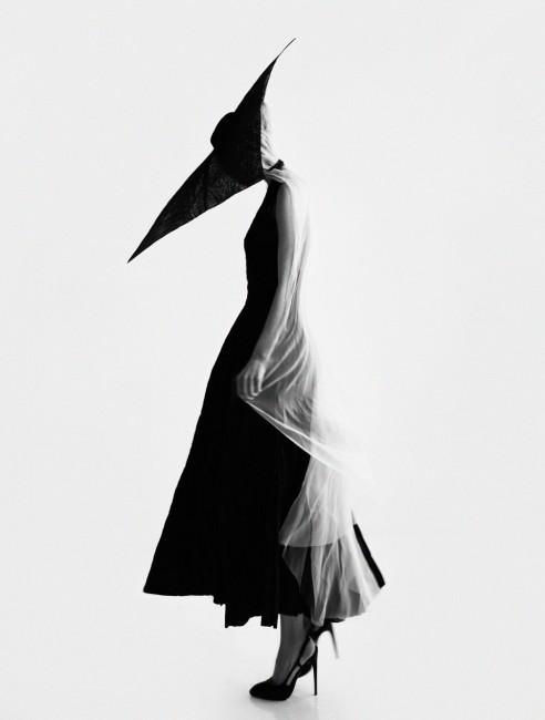 шапка = Џорџо Армани, фустан - Ботега Венета