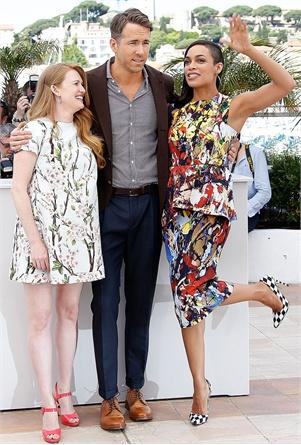 """Пресот на филмот """"Captive"""" со Рајан Рејнолдс, Розарио Досон во креација на Спормакс и Мирел Енос во фустан на Долче и Габана"""