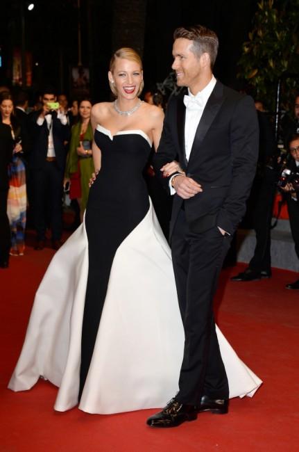"""Вечерна премиера на """"Captive"""". Рајан Рејнолдс со својата сопруга Блејк Лавли која носи креација на Gucci Premiere."""
