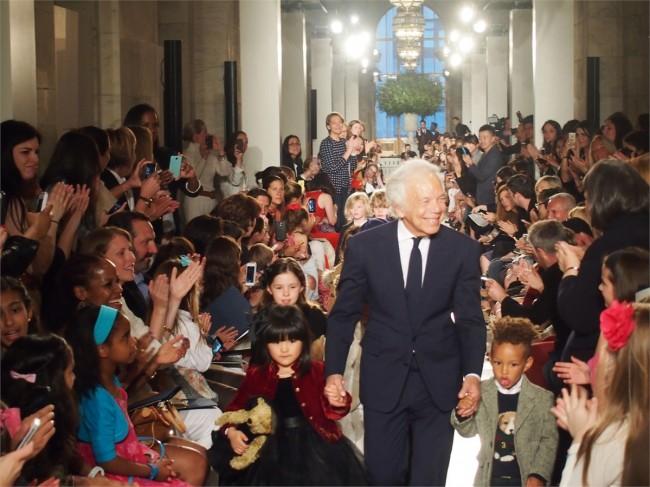 Ралф Лорен на крајот на модното шоу