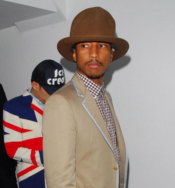 Фамозната шапка на Фарел Вилјамс од Вивиен Вествуд