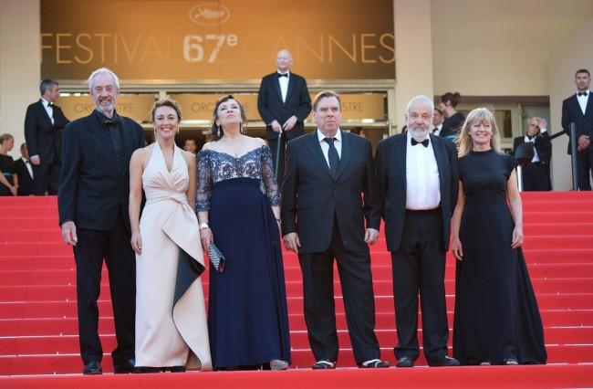 """филмската екипа позира пред премиерата на филмот """"Господин Тарнер"""""""