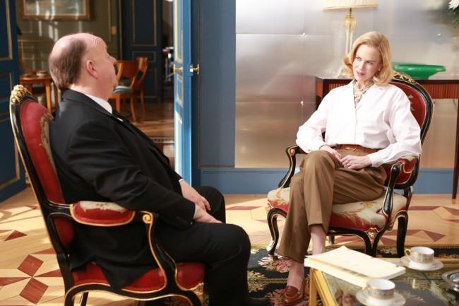 сцена каде Грејс(Никол) разговара со Алфред Хичкок