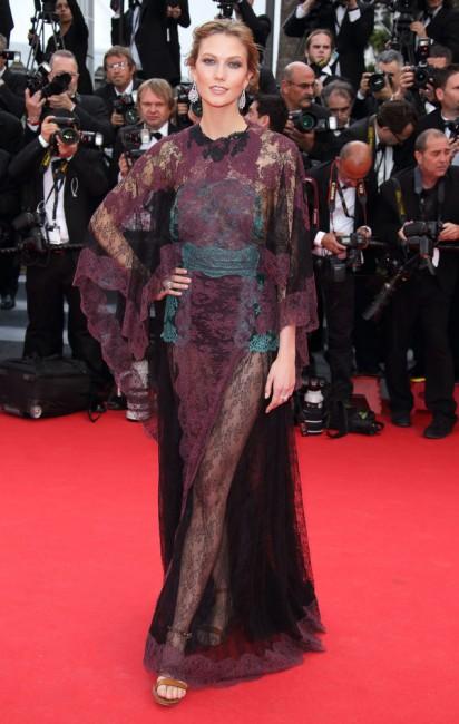 Карли Клос во креација на Валентино и накит од Шопар