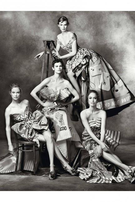 Москино модел:Карен Елсон, Ракел Зимерман, Саскија де Брау, Каролин Марфи фотограф:Стивен Мејзел
