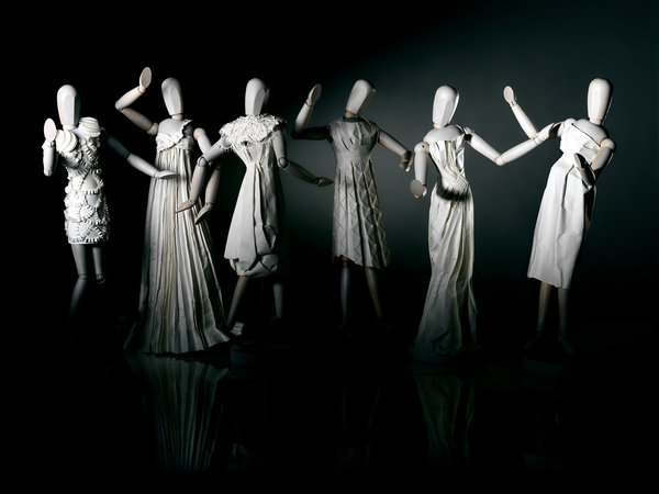 Paper_Sculpture_Fashion_by_hazelB
