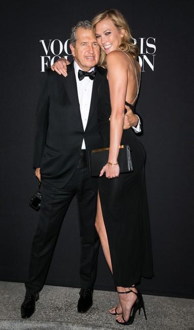 Vogue гала вечера: Марио Тестино и Карли Клос