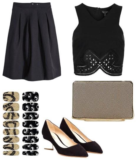 Ако целите кон елегантен и женствен изглед, тогаш одмерете монохроматска комбинација, па црното здолниште спојте го со краток црн топ. Финиширајте со елегантни чевли и плико чанта.