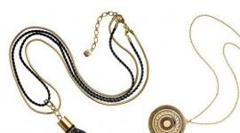 Би носеле ли накит кој испушта парфем во текот на целиот ден?