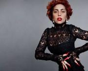 Вака изгледа кога Карл Лагерфелд ја интервјуира Лејди Гага