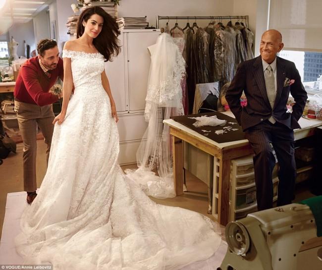 Венчалниот фустан на Амал Клуни е токму со потпис на дизајнерот
