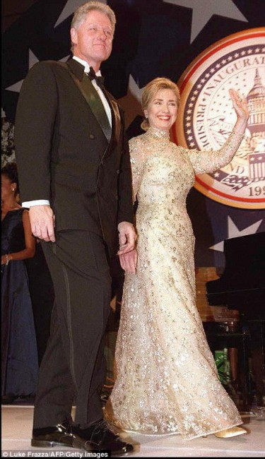 Хилари Клинтон во креација на омилениот дизајнер
