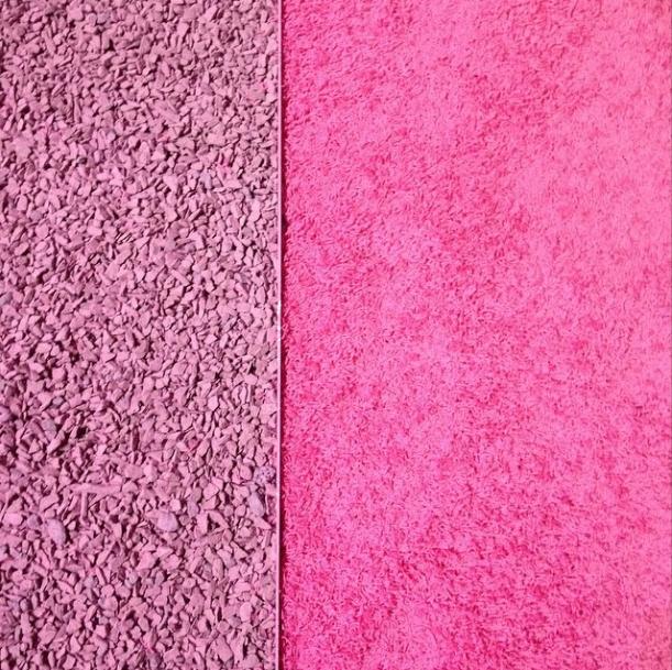 Шеќерно розевиот килим по кој газеа манекенките на Марк Џејкобс
