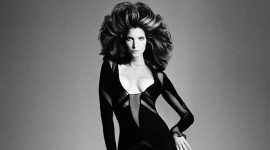 Ретро фиока Стефани Сејмор:Колекционерка на фустани и скандали