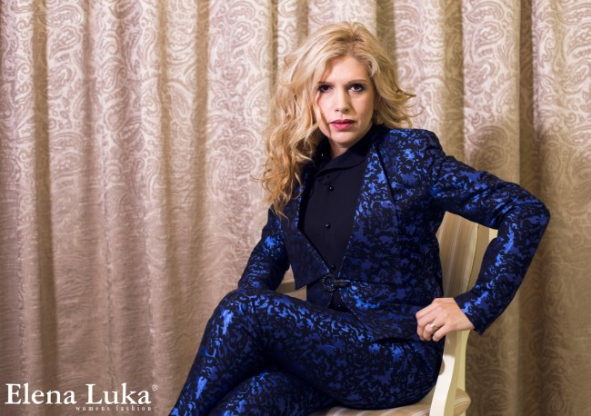 Ребека облечена во комбинација од новата Бизнис колекција на Елена Лука