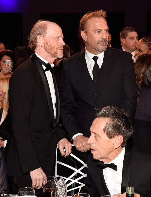 Најголемиот дел од актерите одбраа црно - бели смокинзи