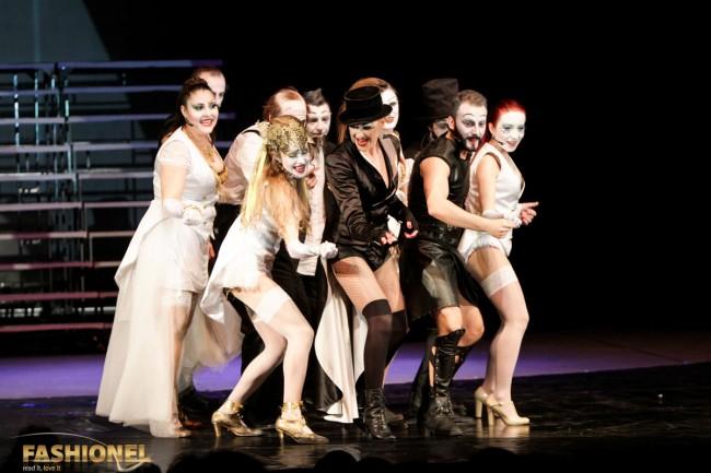 """Сцена од претставата """"Лисистреата"""", костимографија потпишана од Елена Лука"""