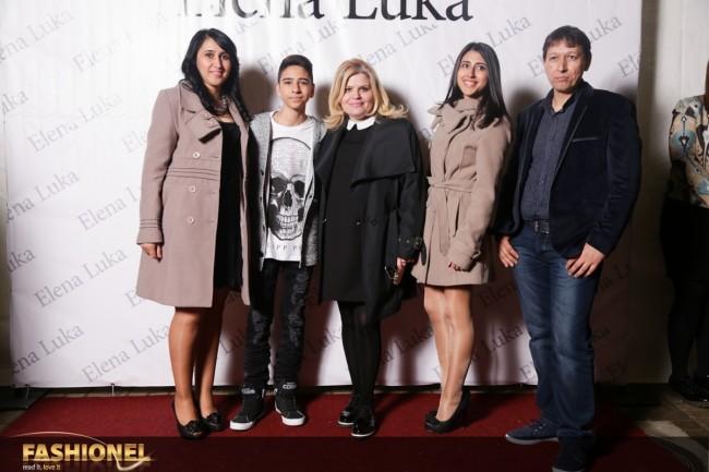 Трајче заедно со семејството и Елена Пандева на отворањето на салонот Елена Лука