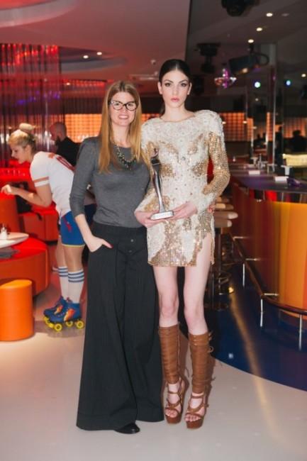 Јелена Ивановиќ со минатогодишната победничка на светскиот избор за Лице на годината, Маја Даничиќ од Србија