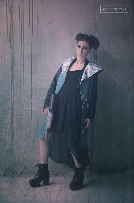 03-girl-water-gun-vest-heartcore-adrienne-ylva
