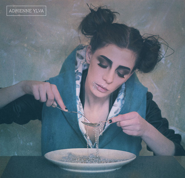04-girl-spaghetti-chains-heartcore-adrienne-ylva
