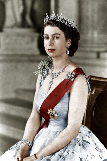 4-Kralica ELizabeta II