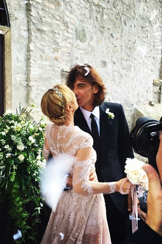 frida-wedding-vogue-3-9jun15-instagram-oliviamariotti_b2_320x480